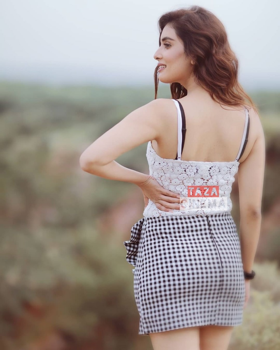 Actress-Sonali-Kukreja-Photos-11