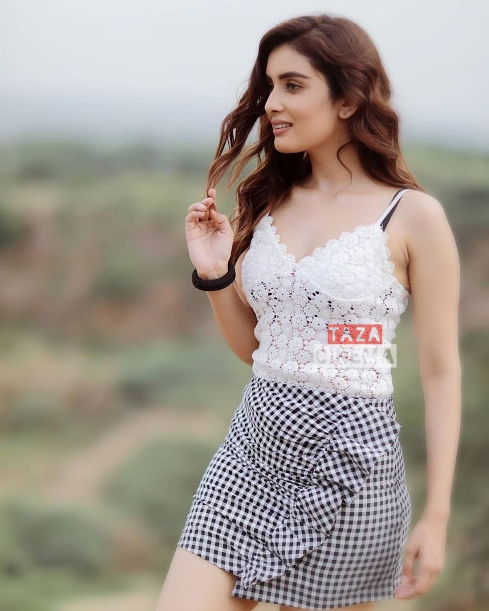 Actress-Sonali-Kukreja-Photos-6
