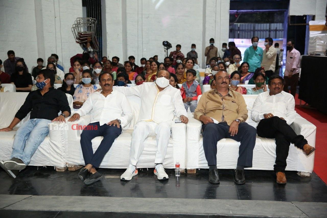 Alludu-Adhurs-Movie-Pre-Release-Event-17