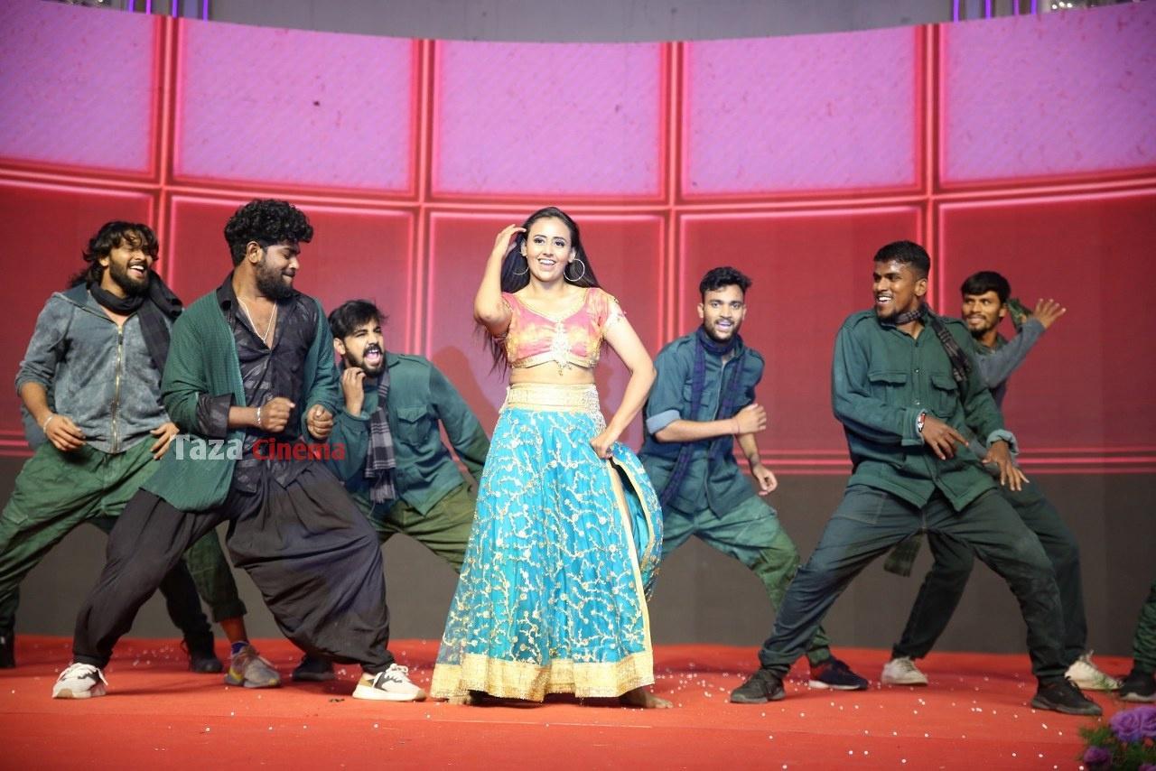 Alludu-Adhurs-Movie-Pre-Release-Event-31