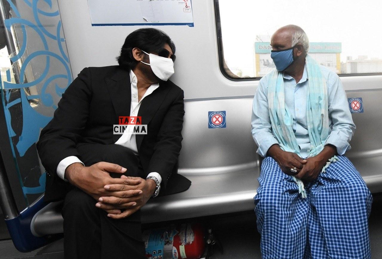 Pawan-Kalyan-Travels-in-Hyderabad-Metro-For-Vakeel-Saab-Shoot-13