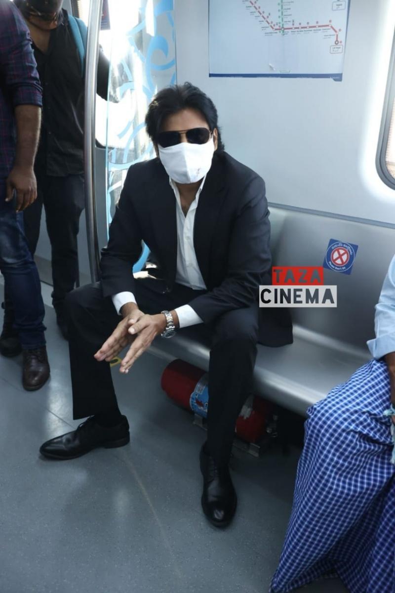 Pawan-Kalyan-Travels-in-Hyderabad-Metro-For-Vakeel-Saab-Shoot-15