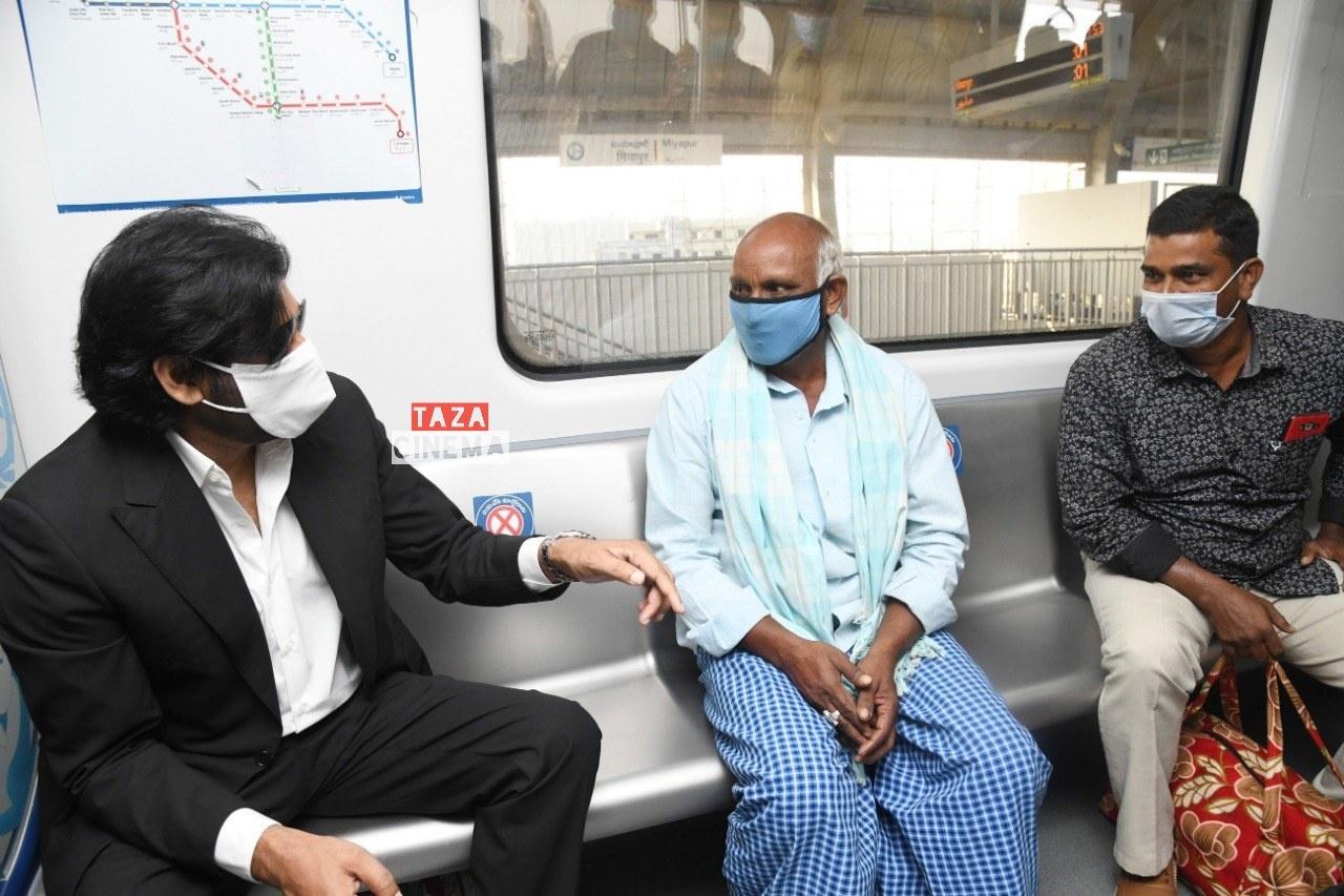 Pawan-Kalyan-Travels-in-Hyderabad-Metro-For-Vakeel-Saab-Shoot-3