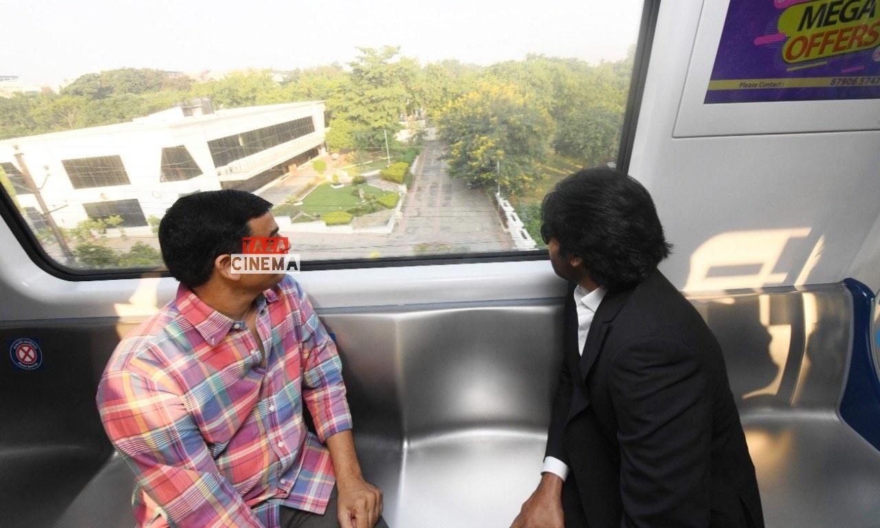 Pawan-Kalyan-Travels-in-Hyderabad-Metro-For-Vakeel-Saab-Shoot-8