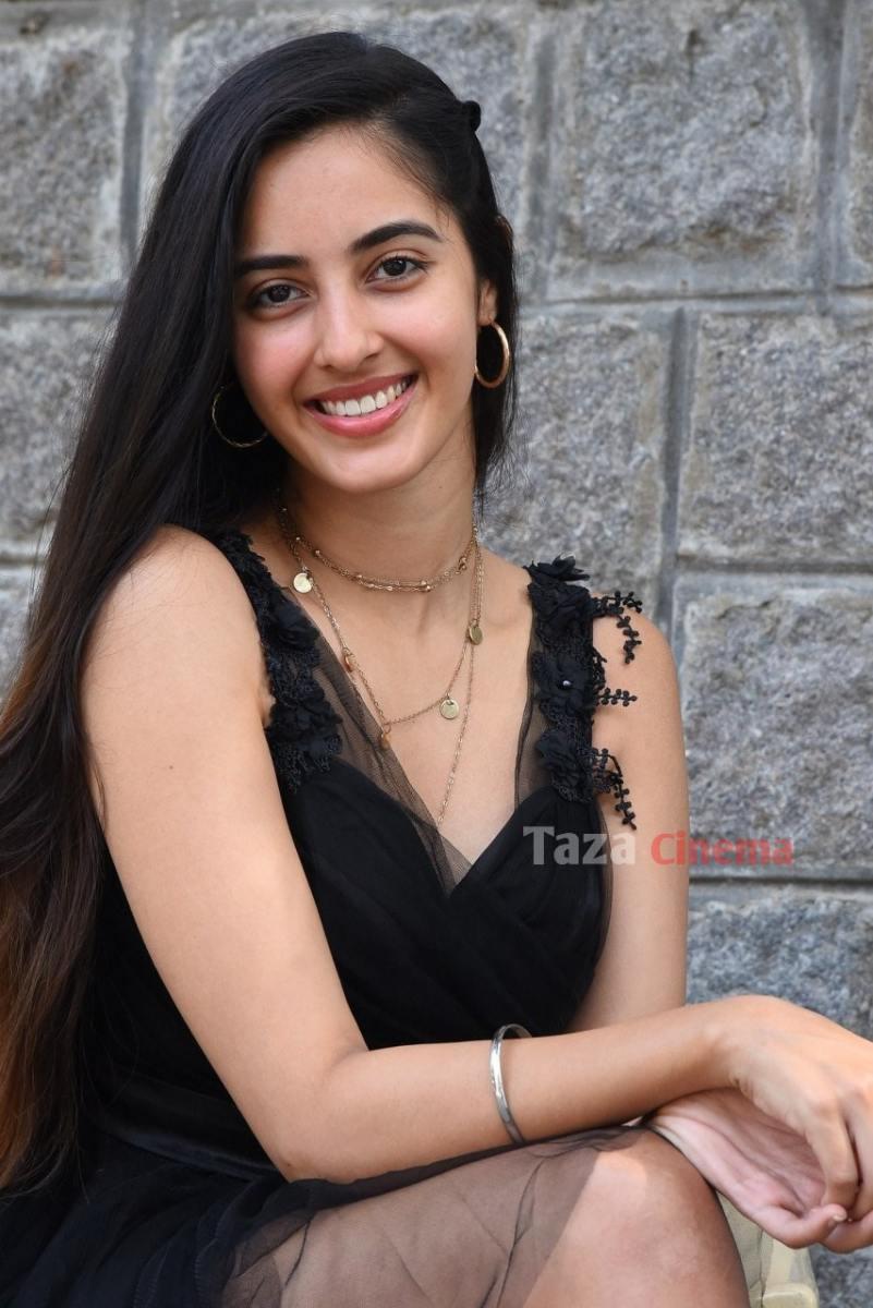 Actress-Simrat-Kaur-Photos-1