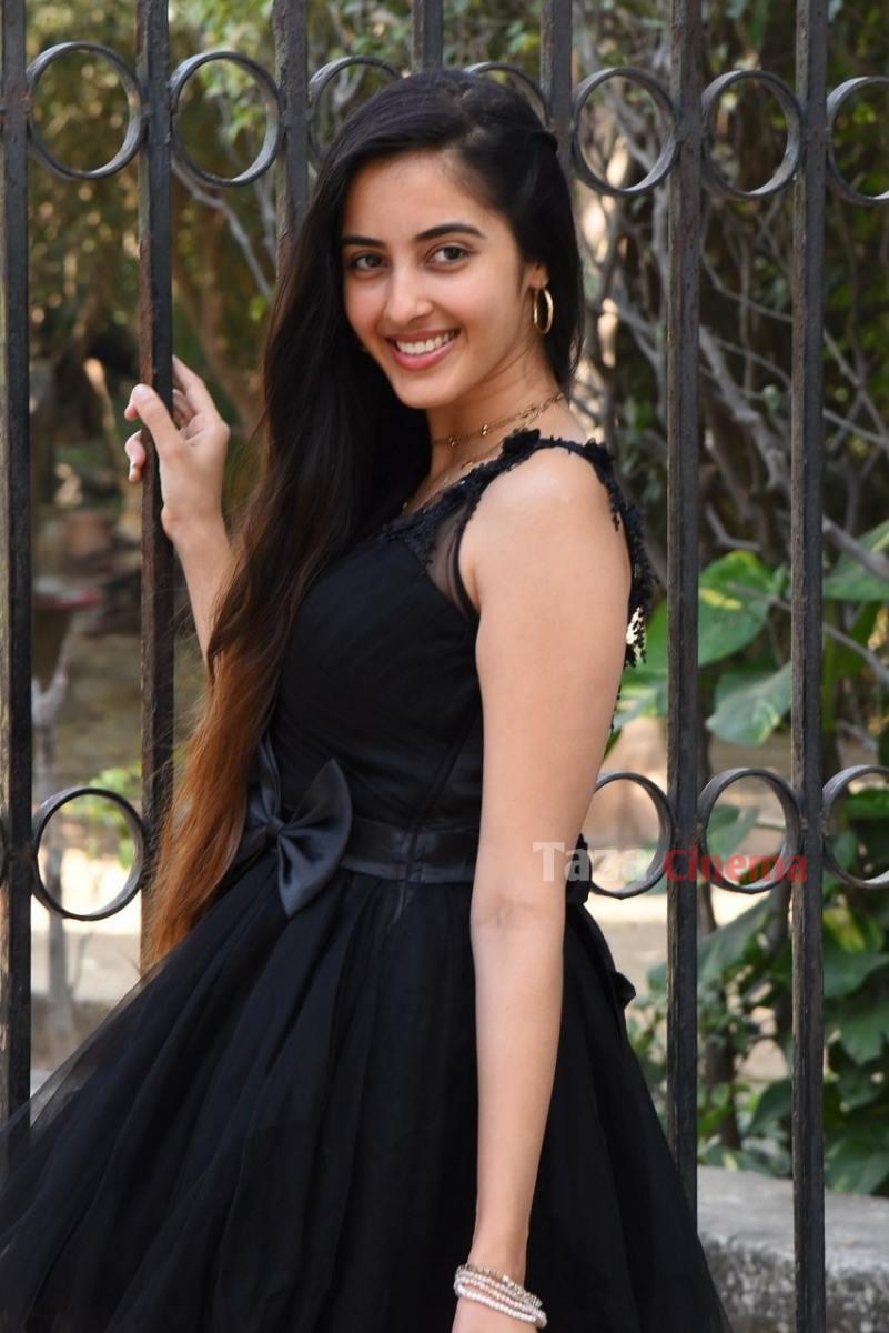 Actress-Simrat-Kaur-Photos-11