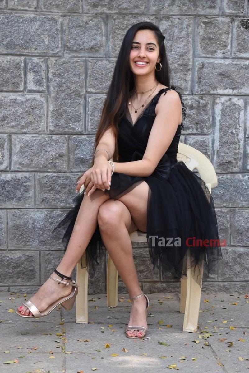 Actress-Simrat-Kaur-Photos-13