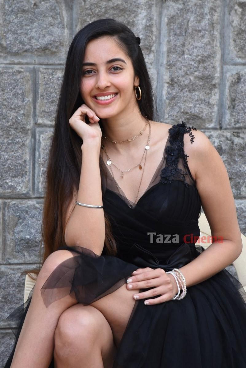 Actress-Simrat-Kaur-Photos-15
