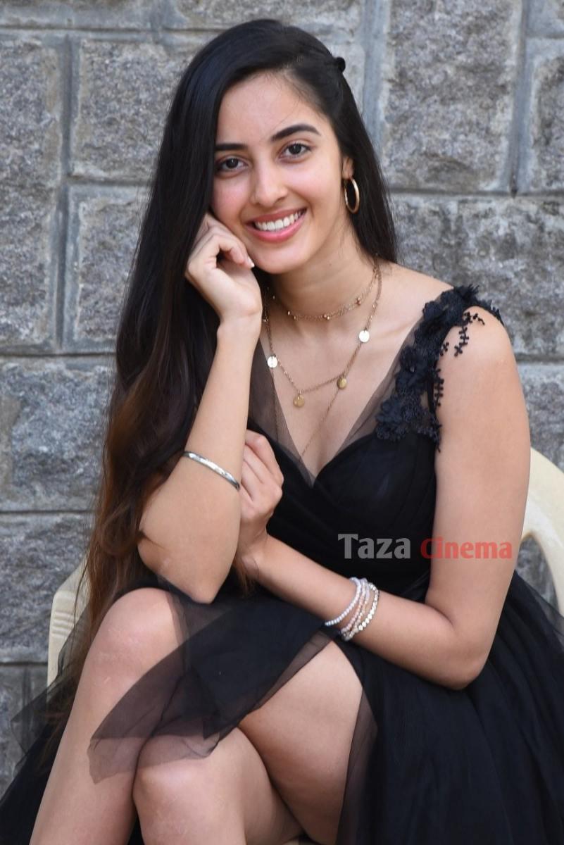 Actress-Simrat-Kaur-Photos-16