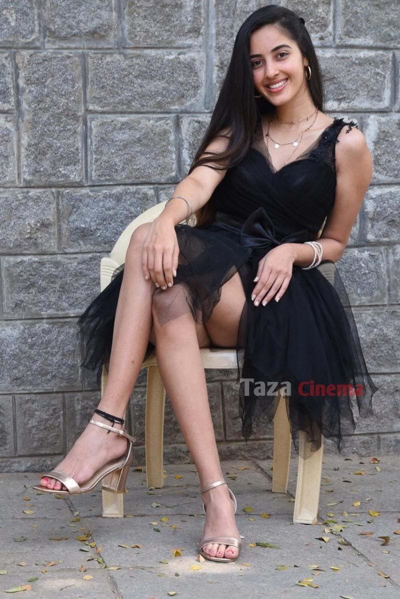 Actress-Simrat-Kaur-Photos-17