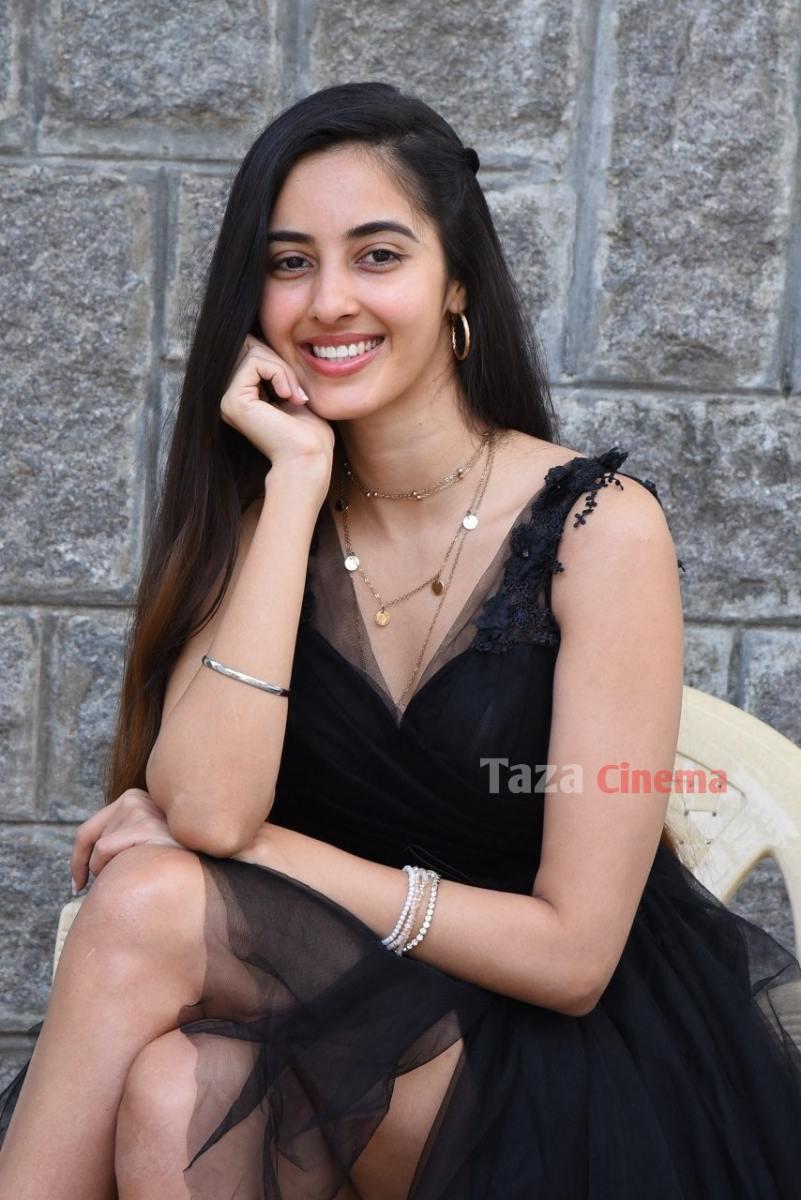 Actress-Simrat-Kaur-Photos-18