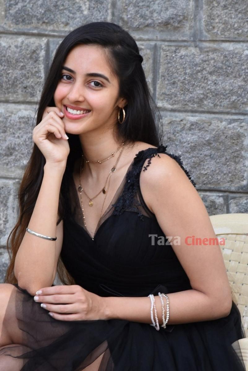 Actress-Simrat-Kaur-Photos-19
