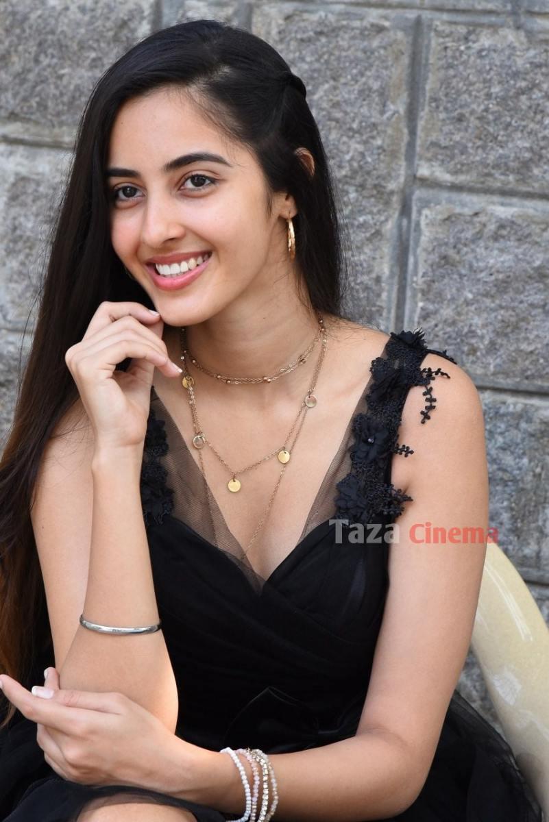 Actress-Simrat-Kaur-Photos-2