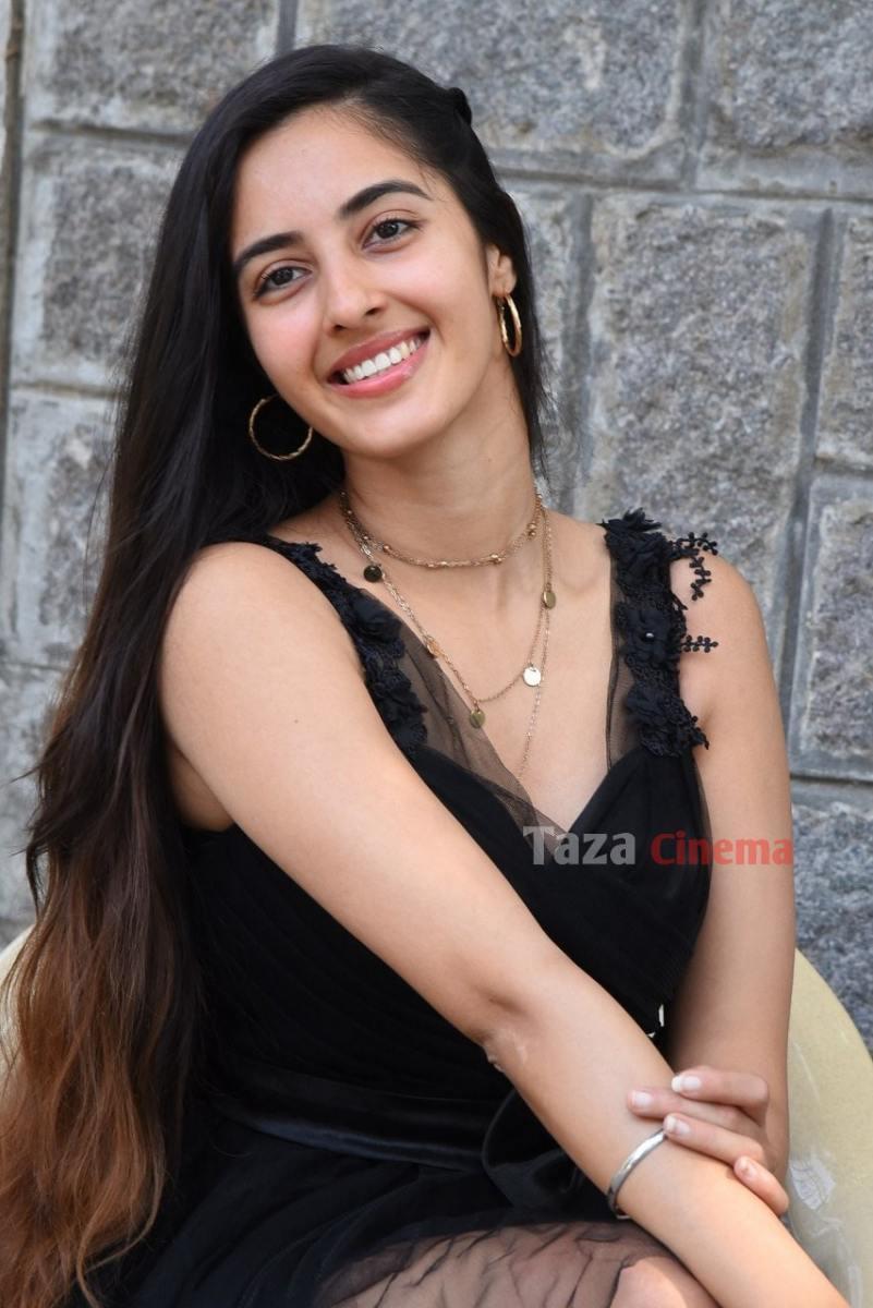Actress-Simrat-Kaur-Photos-20