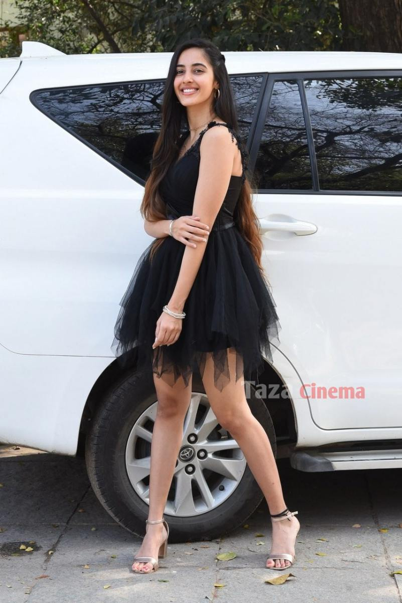 Actress-Simrat-Kaur-Photos-3