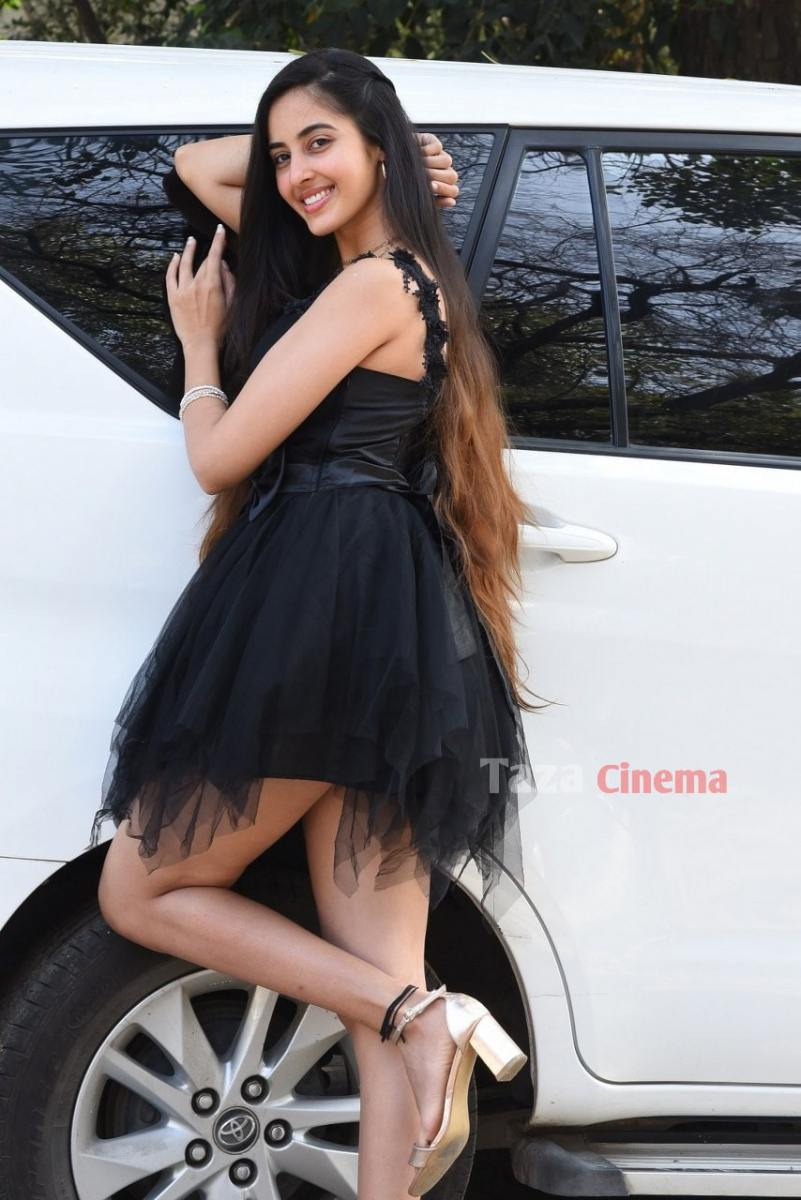 Actress-Simrat-Kaur-Photos-4