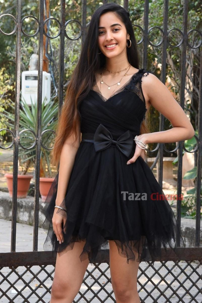Actress-Simrat-Kaur-Photos-5