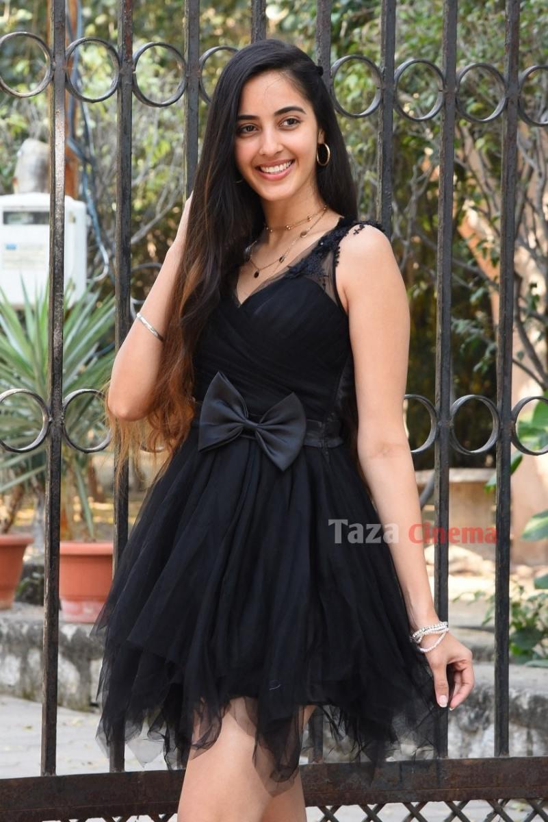 Actress-Simrat-Kaur-Photos-6