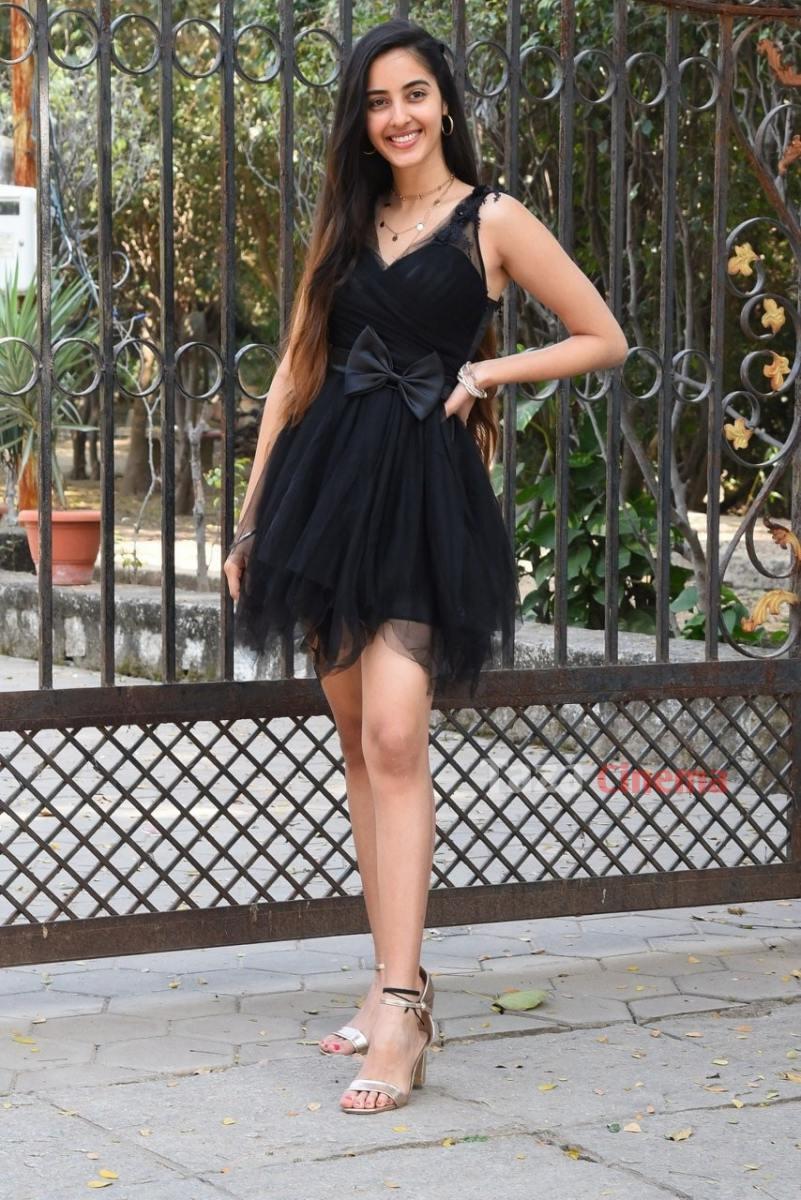 Actress-Simrat-Kaur-Photos-7