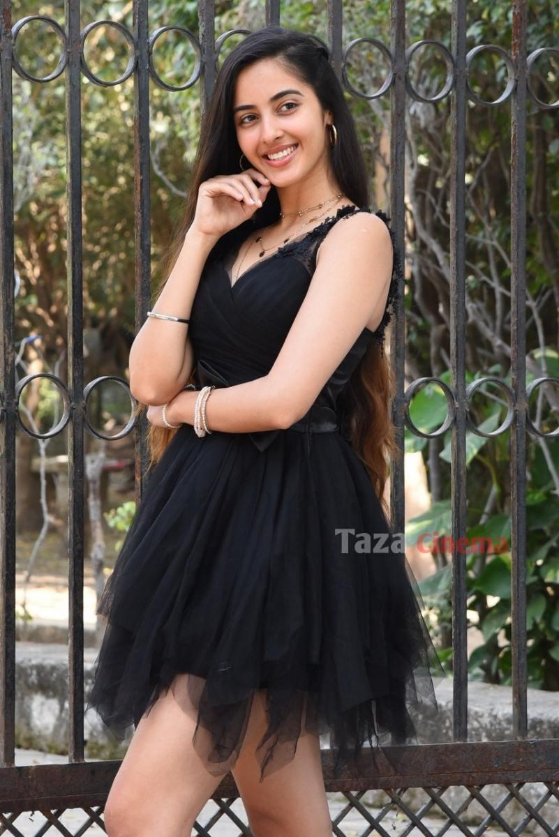 Actress-Simrat-Kaur-Photos-9