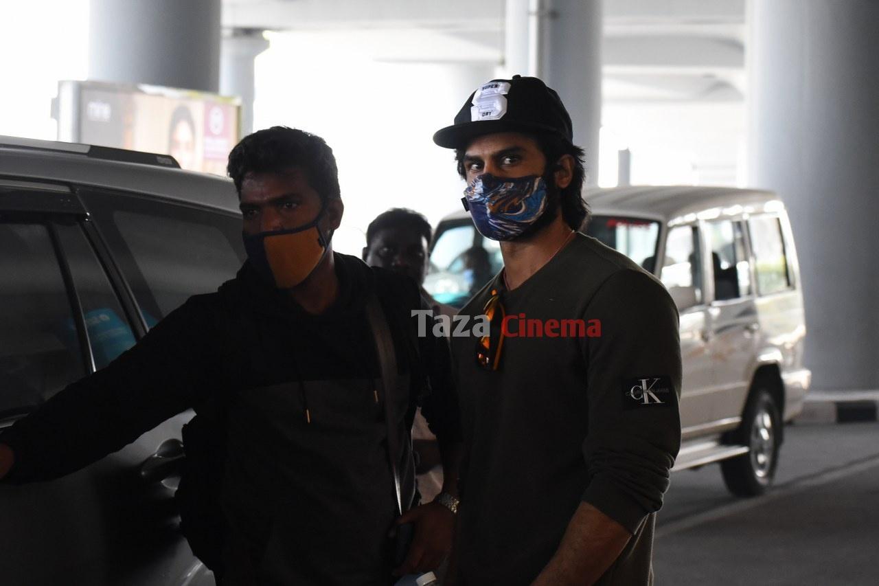 Sudheer-Babu-snapped-at-RGIAirport-17