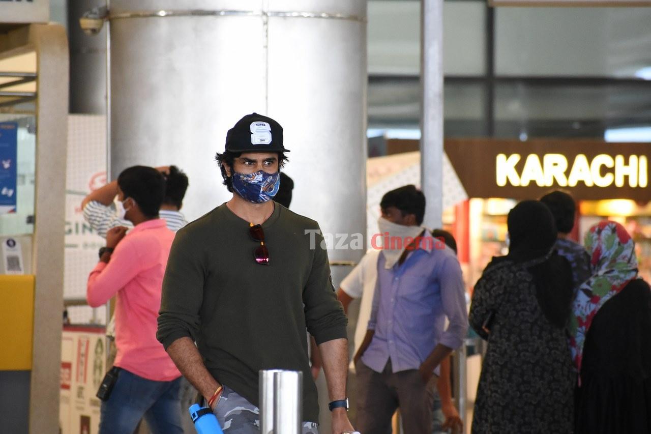 Sudheer-Babu-snapped-at-RGIAirport-4