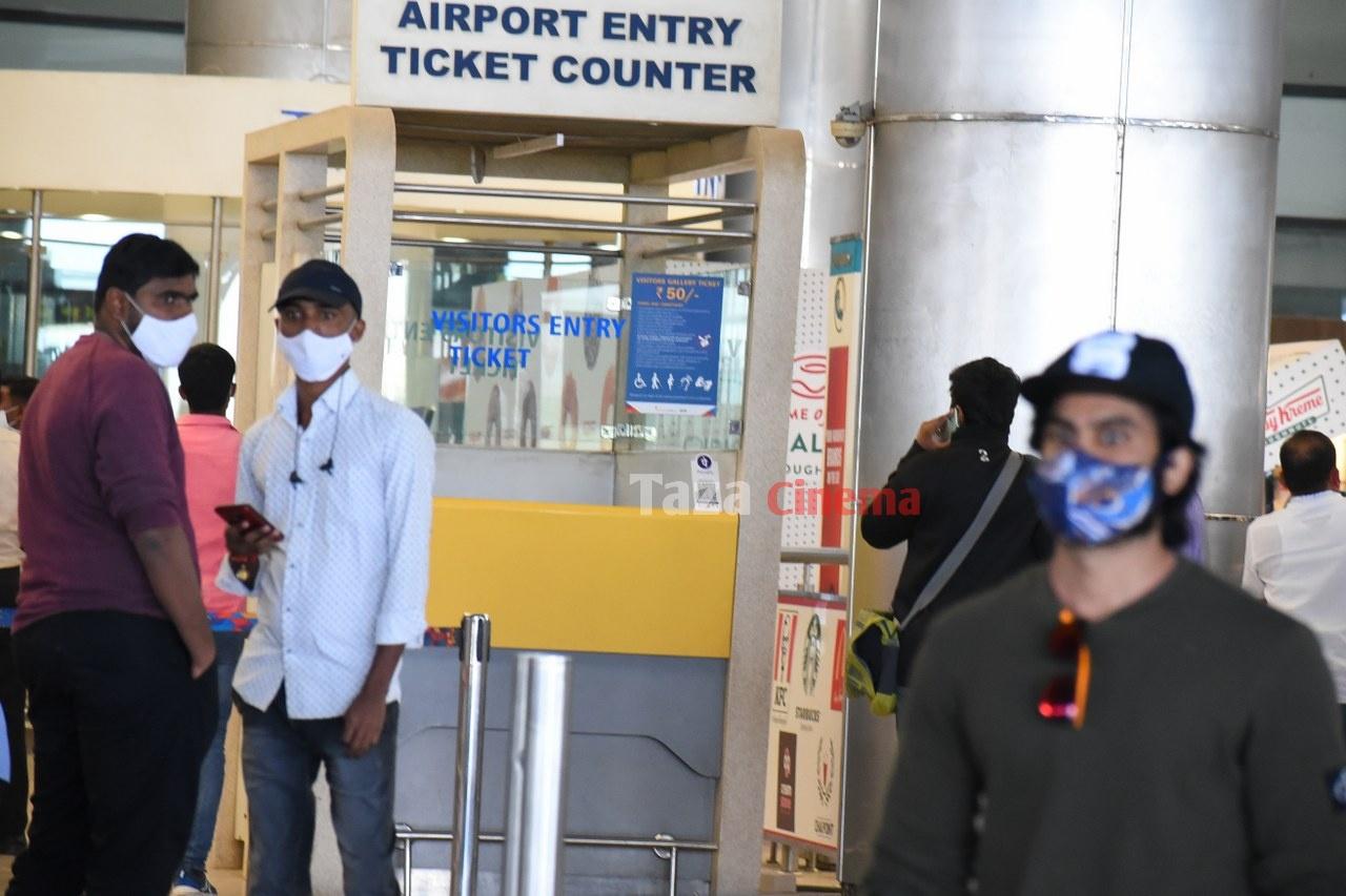 Sudheer-Babu-snapped-at-RGIAirport-7