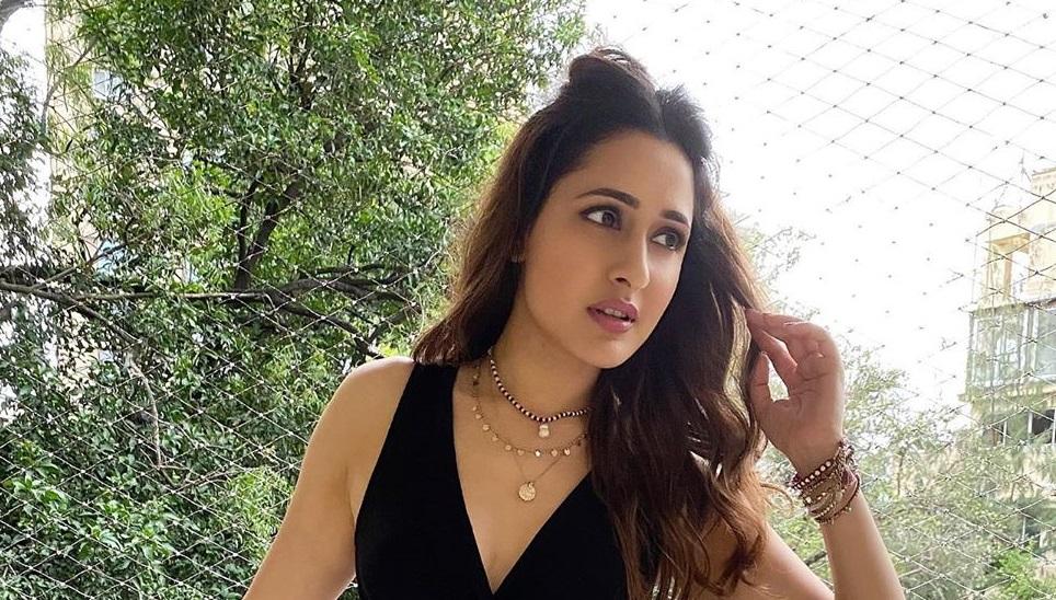 Actress Pragya Jaiswal Photos